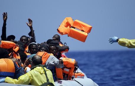 Un'operazione di salvataggio di migranti © AP