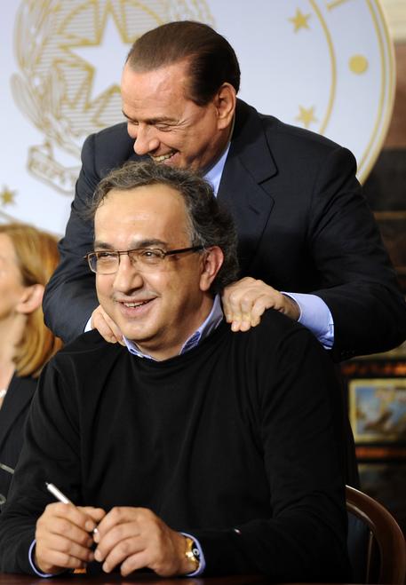 Il premier Silvio Berlusconi con l'Amministratore Delegato della FIAT Sergio Marchionne (archivio) © ANSA
