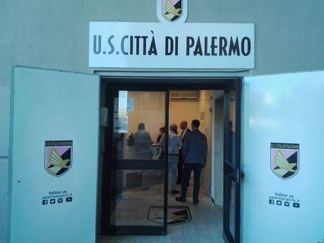 Calcio: Gdf in sede Palermo, perquisito Zamparini © ANSA