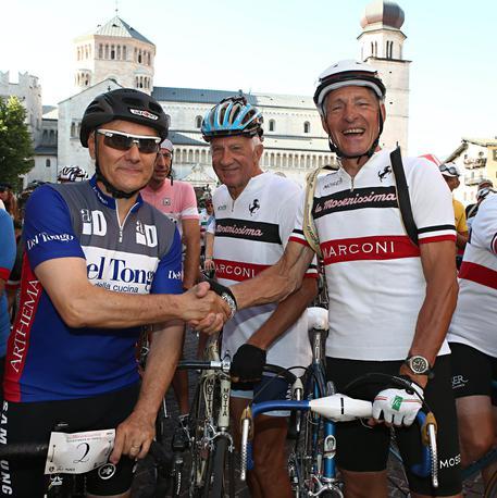100% autenticato prezzo ridotto cerca autentico Ciclismo:stretta di mano Moser e Saronni - Ciclismo - ANSA.it