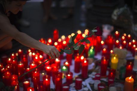 Il tributo alle vittime di Barcellona © AP