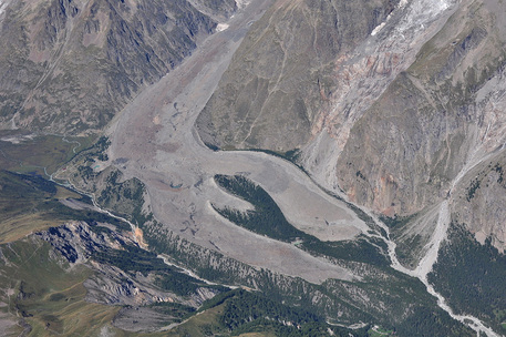Cadaveri di tre alpinisti segnalati sul Monte Bianco