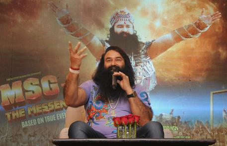 India, guru condannato per stupri: seguaci protestano, 5 morti