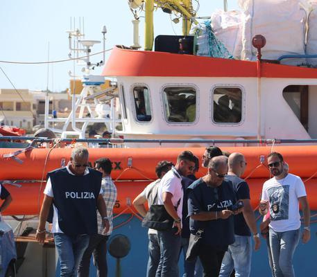 Controlli sulla 'Iuventa' a Lampedusa © ANSA