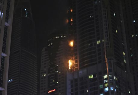 In fiamme la Torch Tower di Dubai