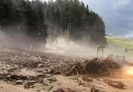 I danni causati dal violento temporale che ha colpito l'Alta Val Pusteria © ANSA