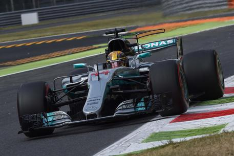Monza, libere bagnate. In testa Massa