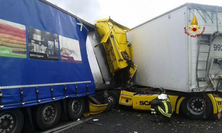 Incidente in autostrada A4: traffico rallentato, un morto e due feriti