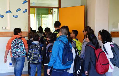 Plafoniere Bimbi : A scuola plafoniera colpisce testa bimbo campania ansa.it