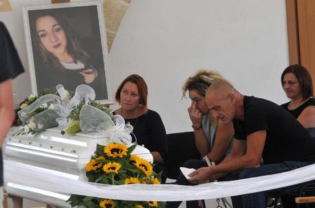 Noemi durini oggi i funerali a specchia forse morte per for Benedetta durini