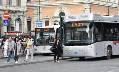 Manovra, arrivano le detrazioni per le tessere di bus e treni