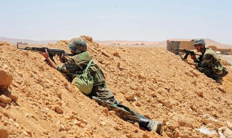 Raid aereo di Israele contro siti militari in Siria: colpita fabbrica chimica