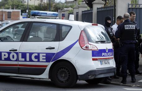 Francia: uccisi stazione, killer è padre e poliziotto
