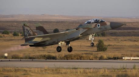Siria, raid dell'esercito israeliano su base militare