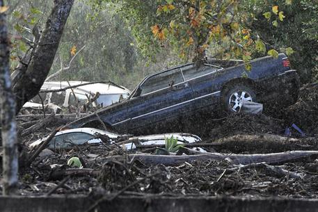 California, fiumi di fango a Nord-Est di Los Angeles: 13 morti