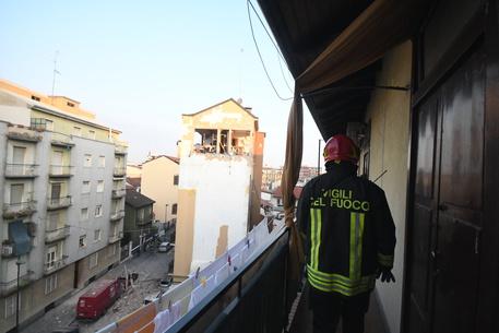 Palazzina esplode nel Milanese, due appartamenti distrutti, sei feriti