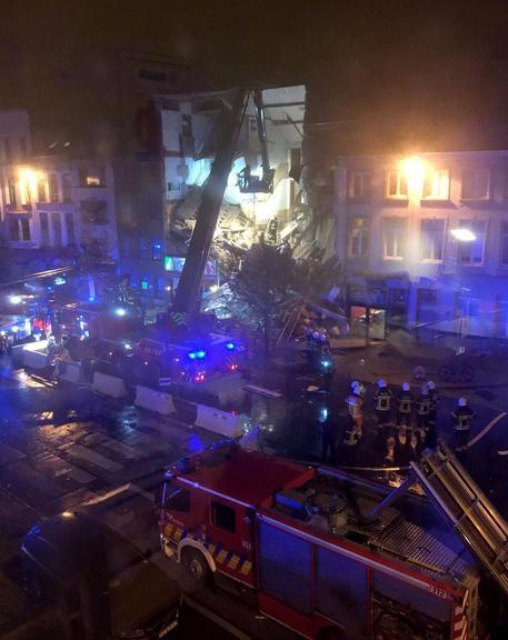 Belgio, crolla una palazzina in seguito a un'esplosione: almeno 5 feriti