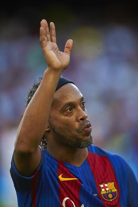 Ronaldinho lascia il calcio 0f9b8e92b6e9f3bf72cf3948c071ddf1