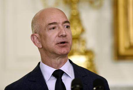 Amazon, Bezos denuncia estorsione: