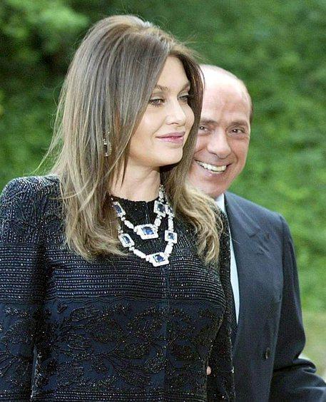 Veronica Lario contro Silvio Berlusconi per riavere l'assegno di mantenimento