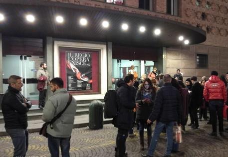 Torino, crolla scena Turandot: 2 feriti
