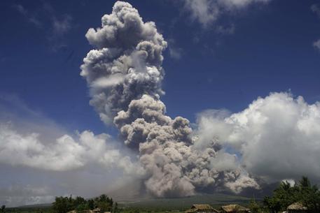 Filippine, allerta per eruzione Mayon