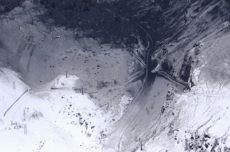 Giappone, eruzione vulcanica e valanga di neve: 15 feriti, un morto