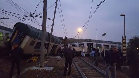 Un'immagine del treno deragliato a Milano © Ansa