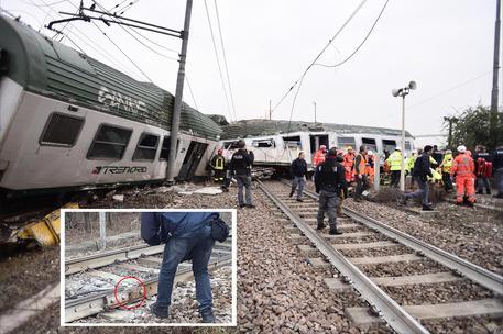 Treno deragliato a pioltello tre morti e cinque feriti - Treno milano porta garibaldi bergamo ...