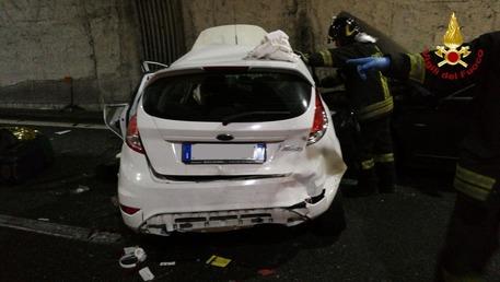 Spaventoso incidente sulla A26 con un morto e tanti feriti
