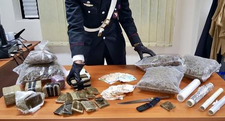 Hashish e marijuana a pratogiardino, sequestri e arresto