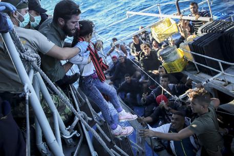 Migranti, Ocean Viking a Messina