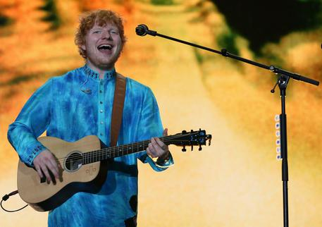 'Divide' di Ed Sheeran è l'album più venduto del 2017 in Italia