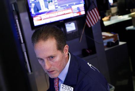 54f9ad6ee9 Borsa: crollo Shanghai. Mercoledì nero Wall Street, calo maggiore da 8 mesi