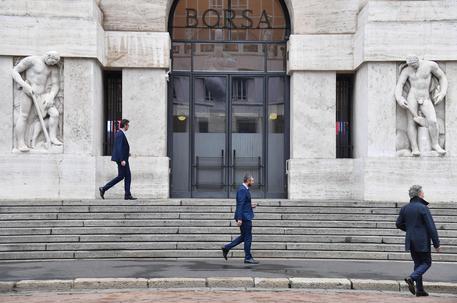 f34042d1b0 Borsa: Milano apre in calo (-0,52%). Indice Ftse Mib scende a 19.606 punti