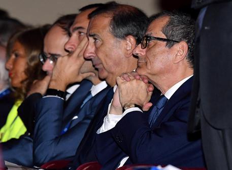 UE, Manovra: oggi Moscovici a Roma vede Tria, Visco e Mattarella