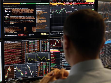 Borsa: europee aprono in calo, Milano -0,72% con spread a 309 punti