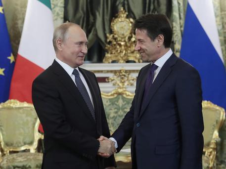 Conte incontra Putin a Mosca e lo invita a tornare in Italia