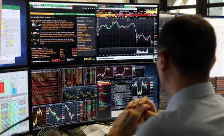 Borse: spread sotto 290 punti. Mib +1,1%