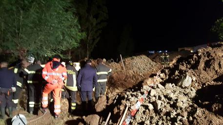 Incidenti lavoro: frana terreno, 4 morti a Crotone © ANSA