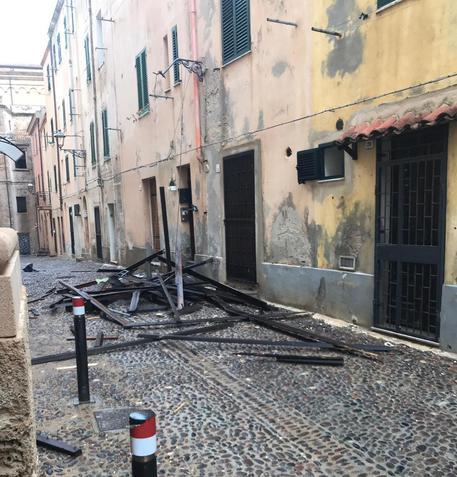 Alghero, crolla parte tetto del teatro