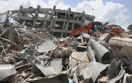 Sisma-tsunami in Indonesia, oltre 1400 vittime. Erutta il vulcano Soputan