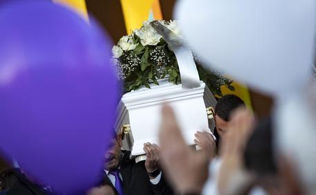 Funerali Desirèe Mariottini, migliaia di persone a Cisterna