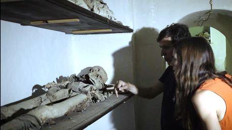 Documentario della BBC sulla commemorazione dei defunti$