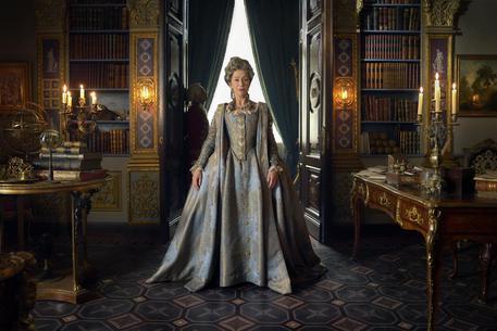La prima immagine di Helen Mirren nei panni dell'imperatrice Caterina per la nuova serie Sky-Hbo © ANSA