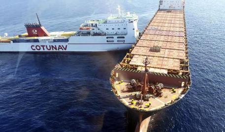 Collisione tra navi al largo della Corsica, carburante in mare