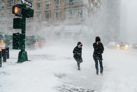 Usa, tempesta di neve a New York: la Grande Mela è paralizzata