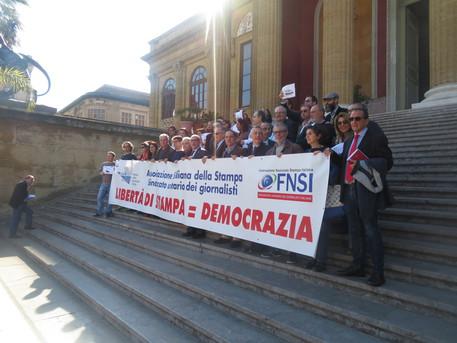 Flash mob di giornalisti per difendere la libertà di stampa$