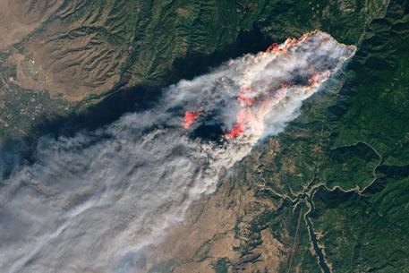 Sale a 63 il numero dei morti negli incendi in California