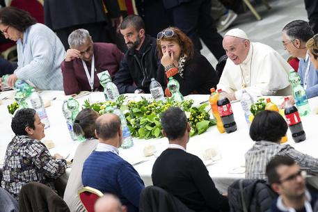 Pope Francis has lunch with needy people © ANSA